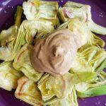 Alcachofas maceradas con mayonesa de ajo negro – aroa fernandez cocina vegetariana y saludable